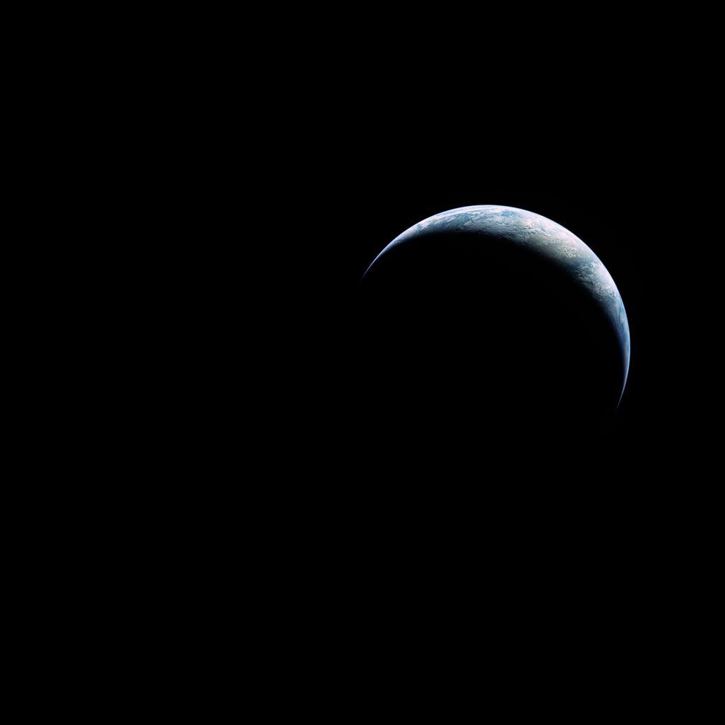 Аполо 17: Тънкият сърп на Земята (Астрономическа снимка на деня – APOD)