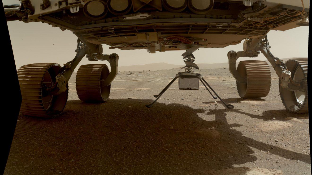 Хеликоптерът Ingenuity на марсиански ден 39 (Астрономическа снимка на деня – APOD)