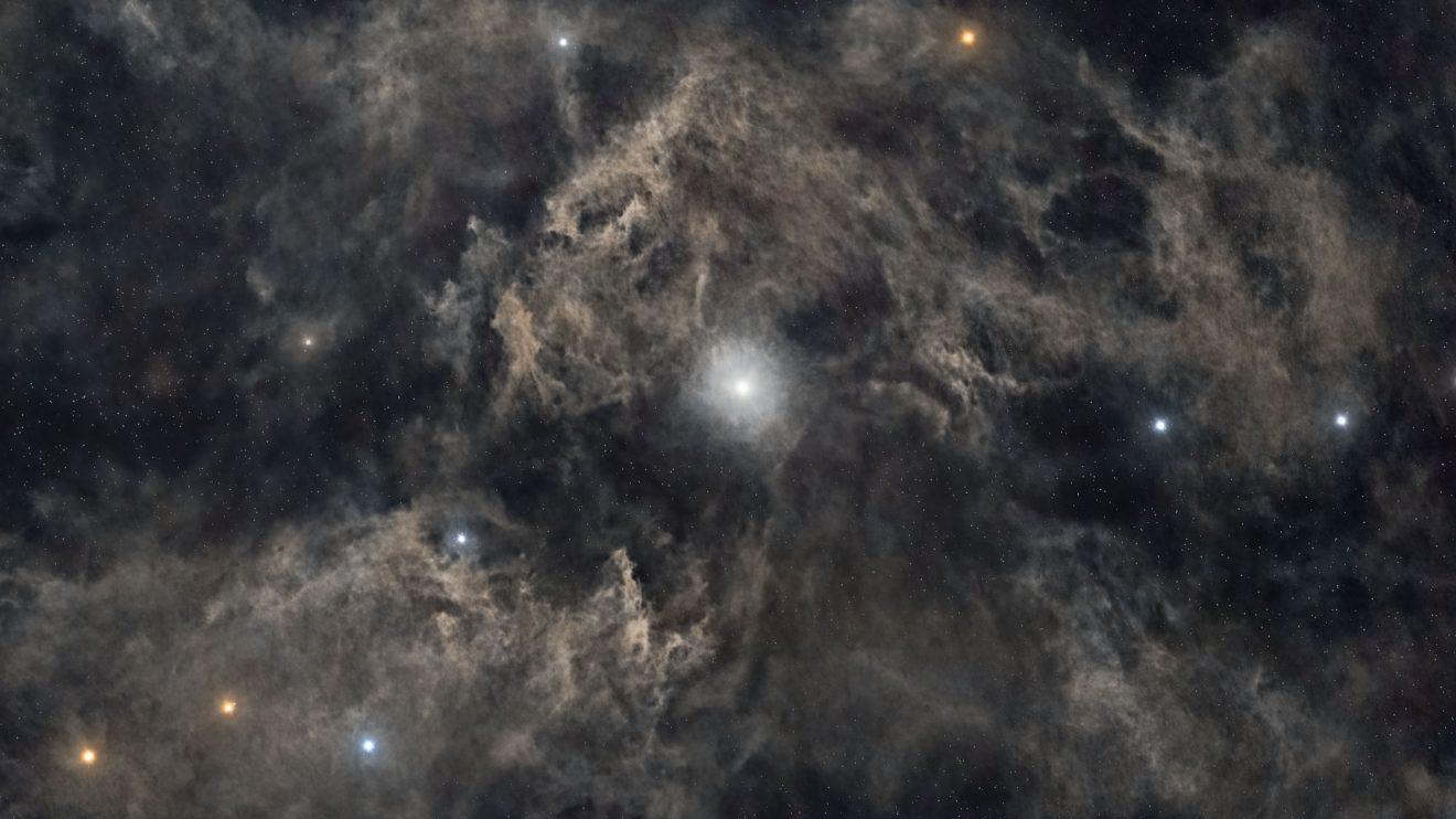 Северна звезда: Полярната и околният прах (Астрономическа снимка на деня – APOD)