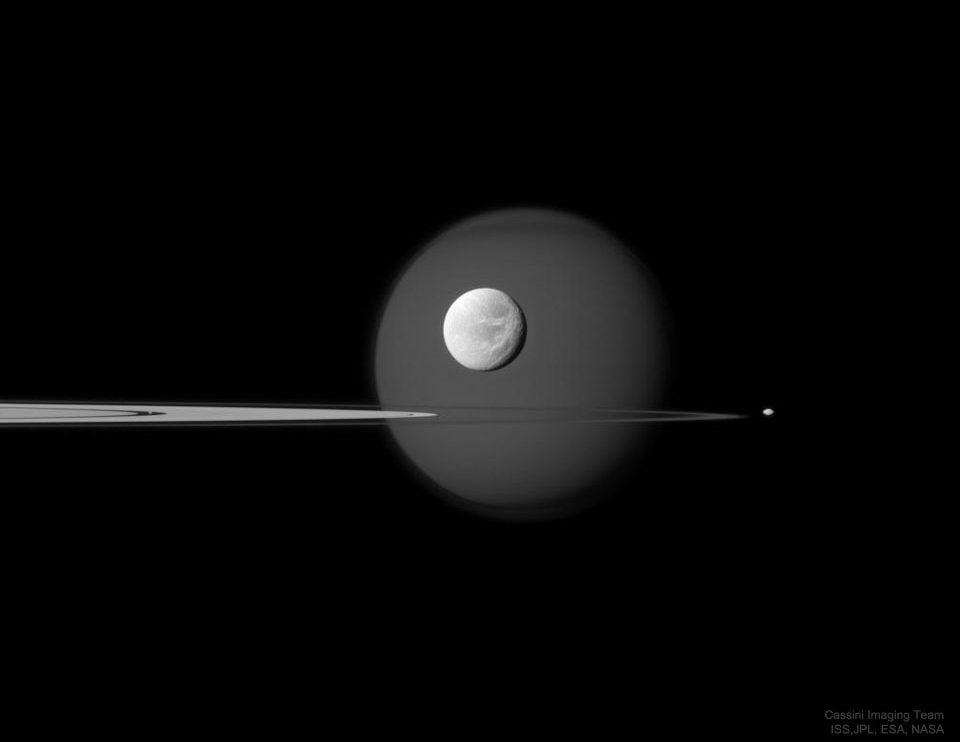 Във, през и отвъд пръстените на Сатурн (Астрономическа снимка на деня – APOD)