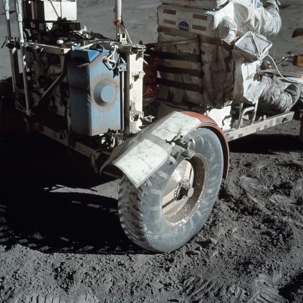 Лунен прах и тиксо (Астрономическа снимка на деня – APOD)
