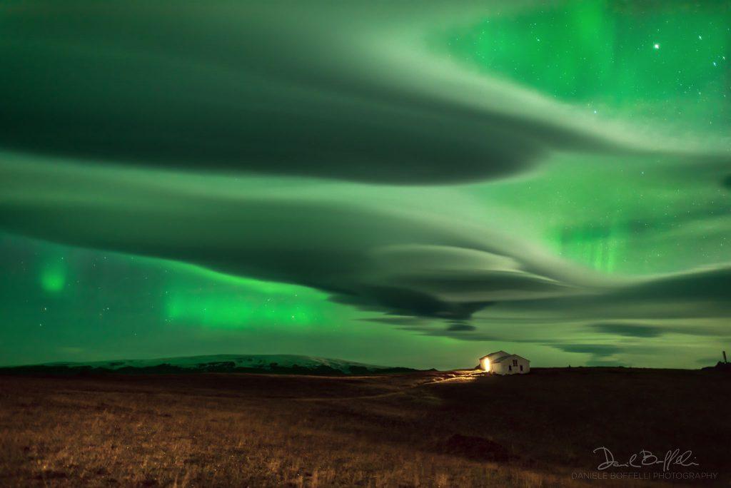 Сияние над облаците (Астрономическа снимка на деня – APOD)