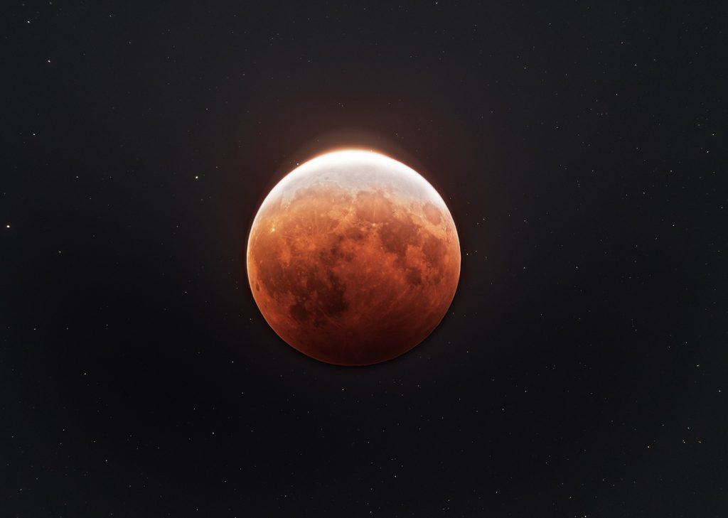 Пълно лунно затъмнение от Сидни (Астрономическа снимка на деня – APOD)