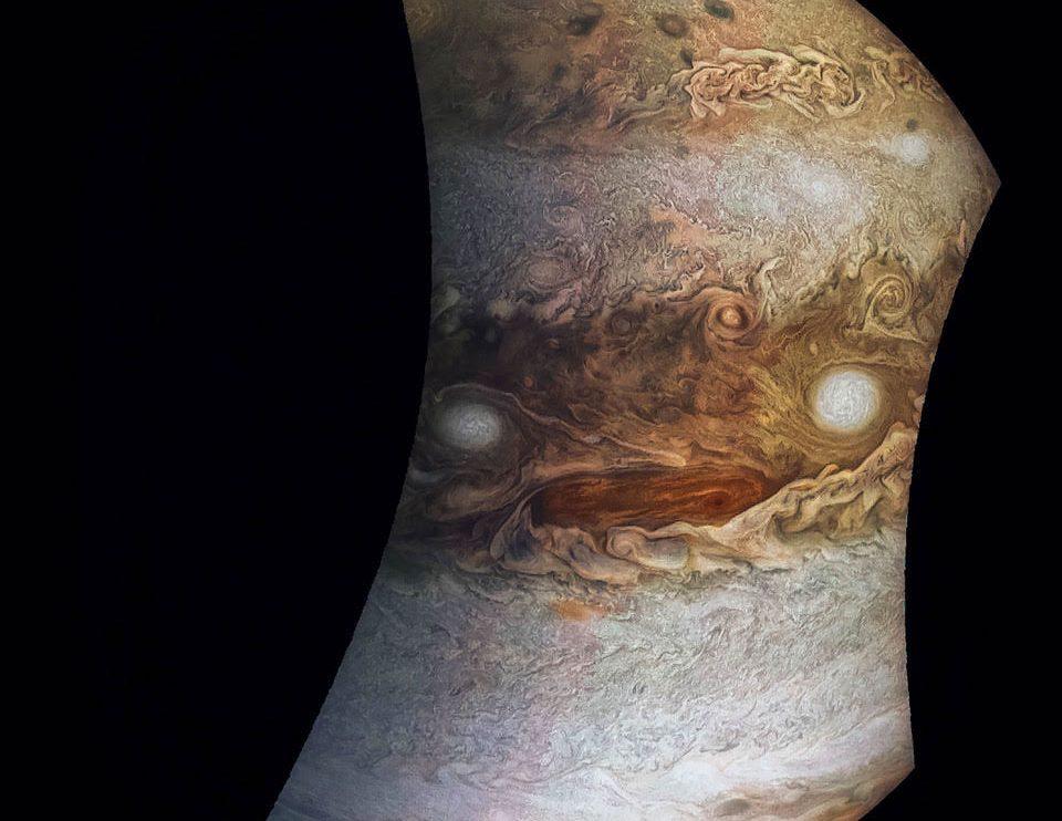 Лице в облаците на Юпитер от Juno (Астрономическа снимка на деня – APOD)