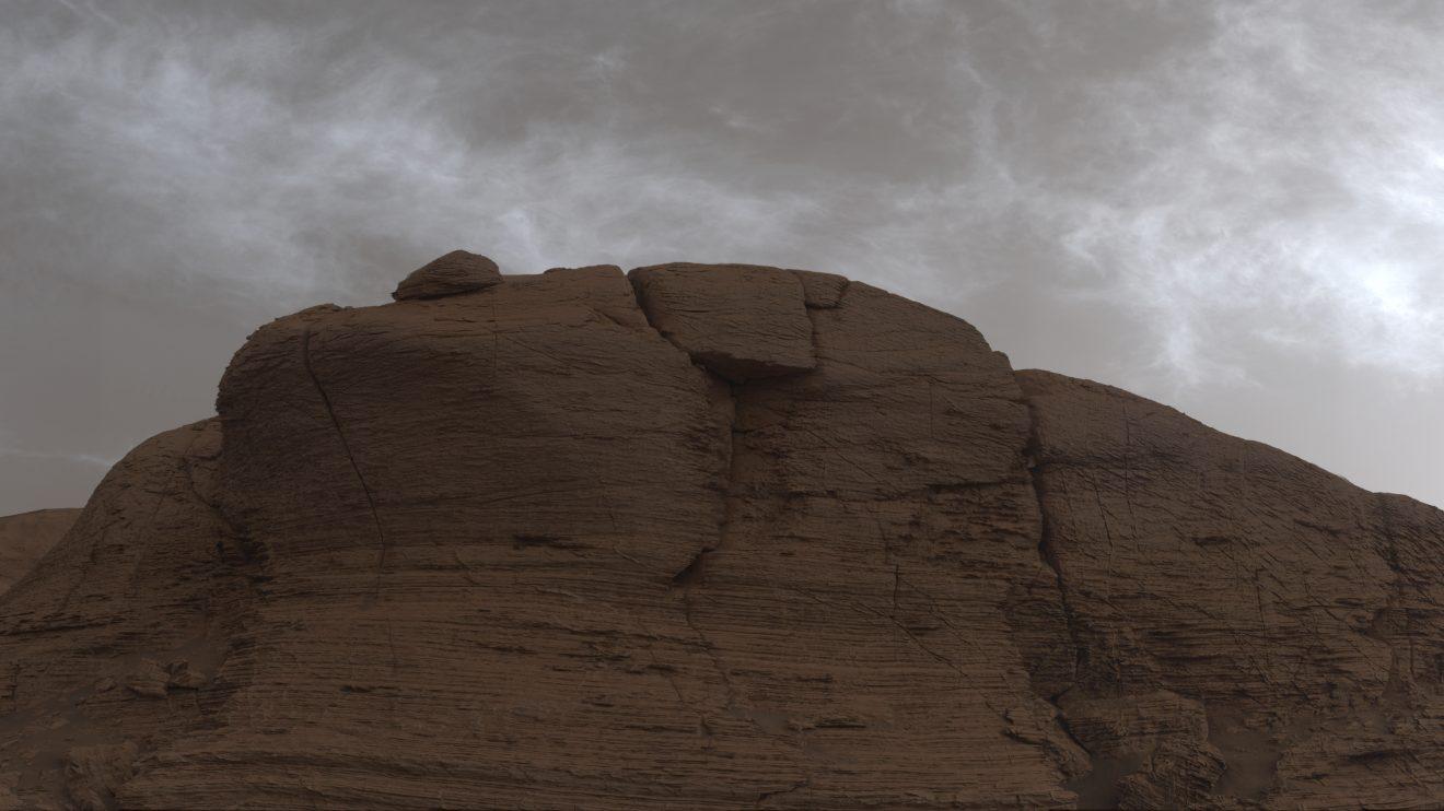 Сияещите облаци на Марс (Астрономическа снимка на деня – APOD)