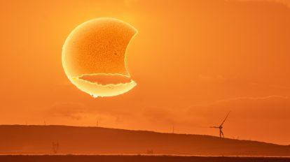 """Слънчево затъмнение от """"хартиена"""" Луна (Астрономическа снимка на деня – APOD)"""