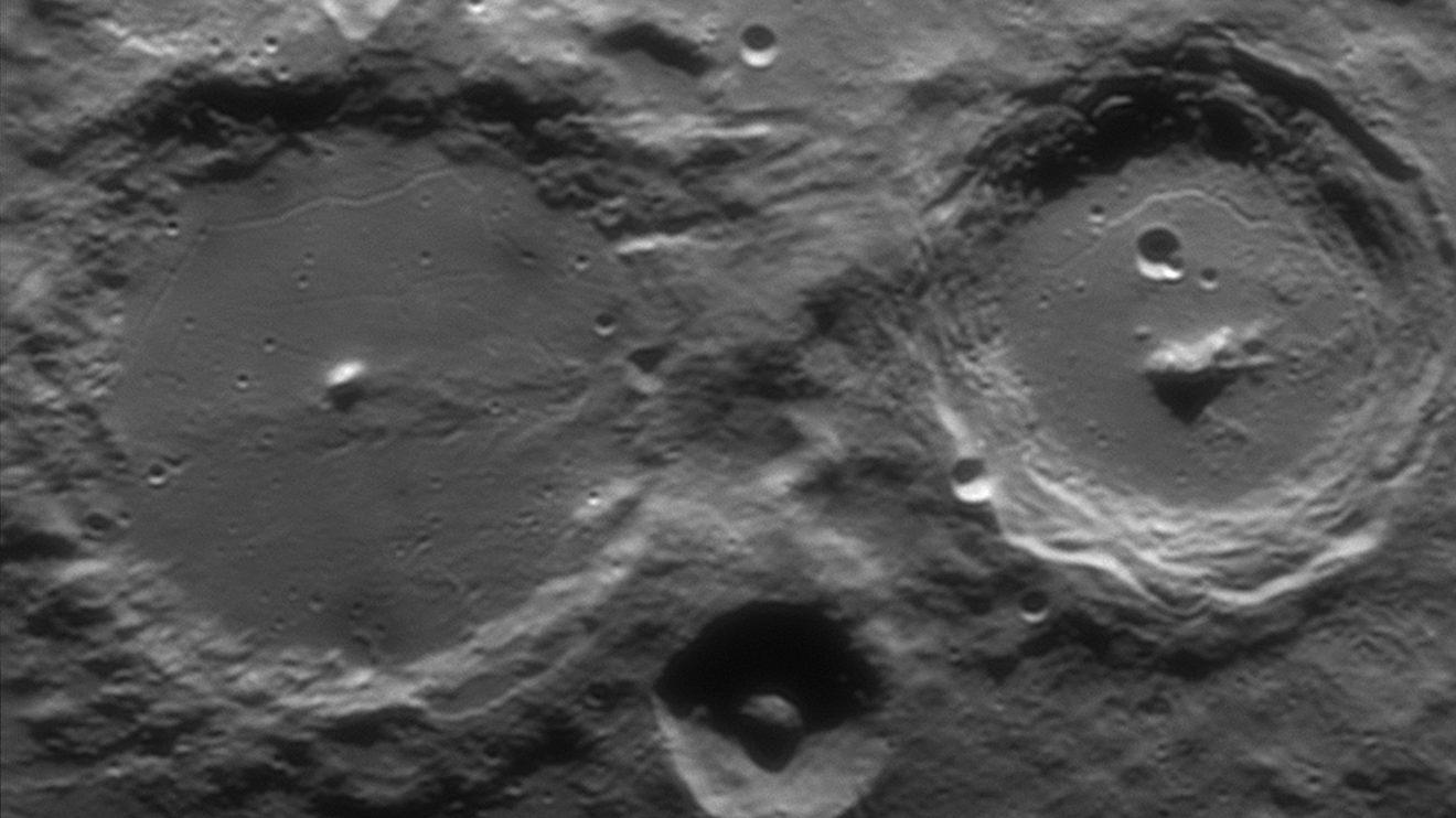 Алфонс и Арзахел (Астрономическа снимка на деня – APOD)