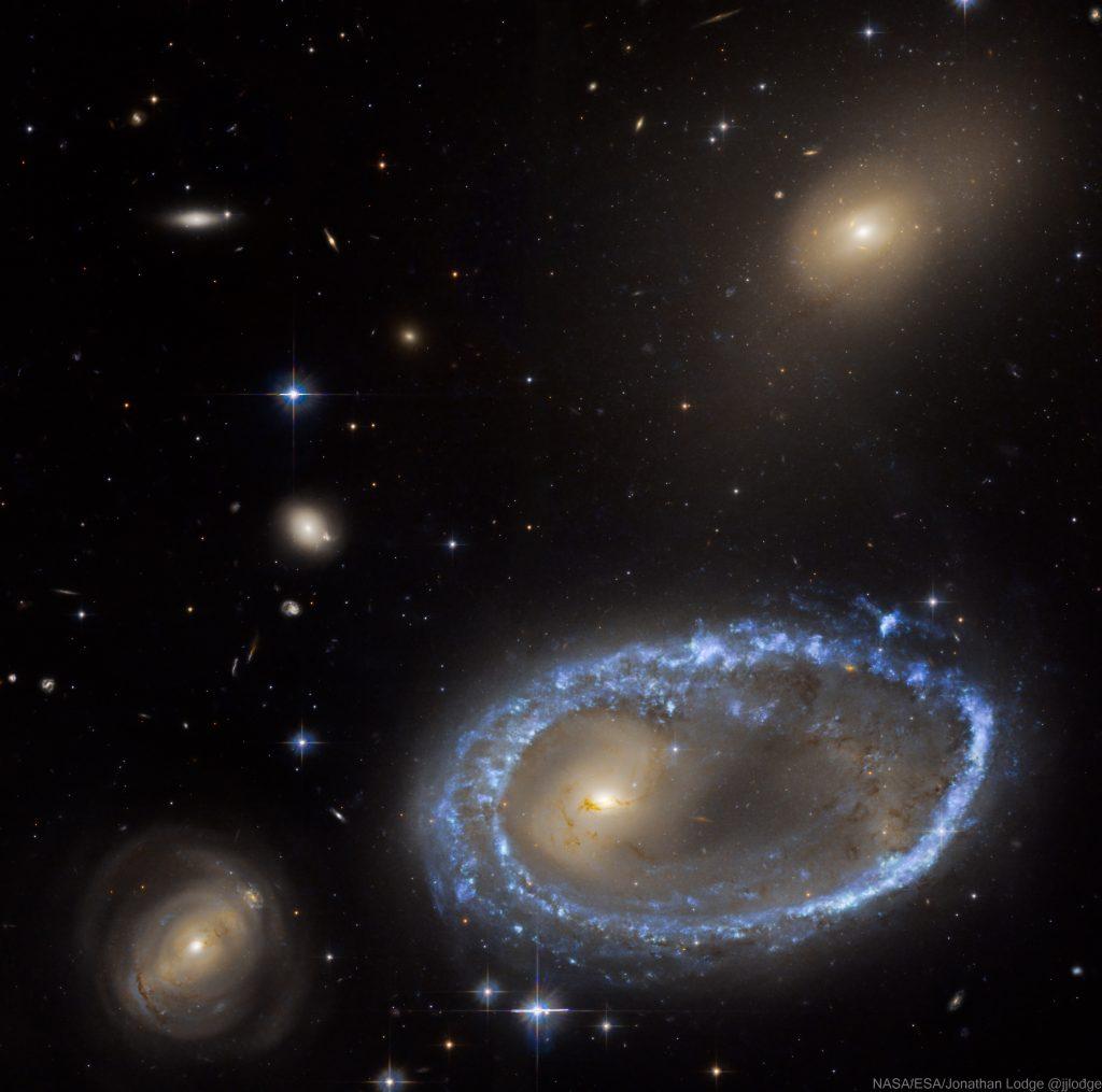 Пръстеновидната галактика AM 0644-741 (Астрономическа снимка на деня – APOD)