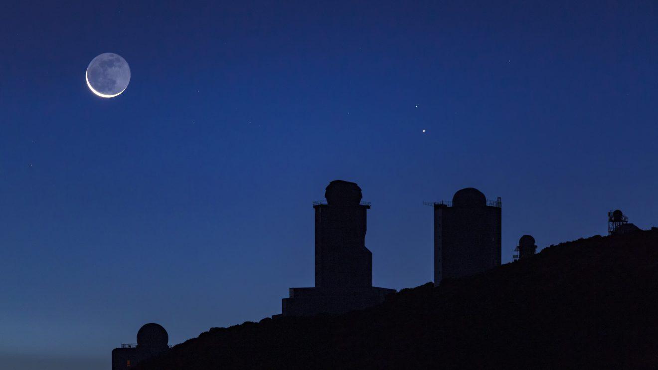 Меркурий и пепелната светлина (Астрономическа снимка на деня – APOD)