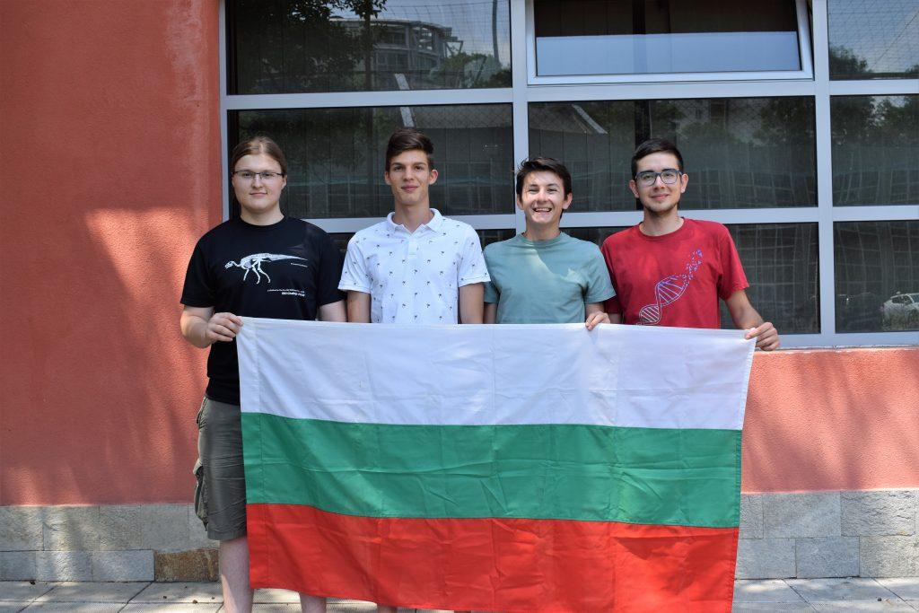 Страхотно представяне и 4 медала за българските ученици по биология от Международната олимпиада (видео)