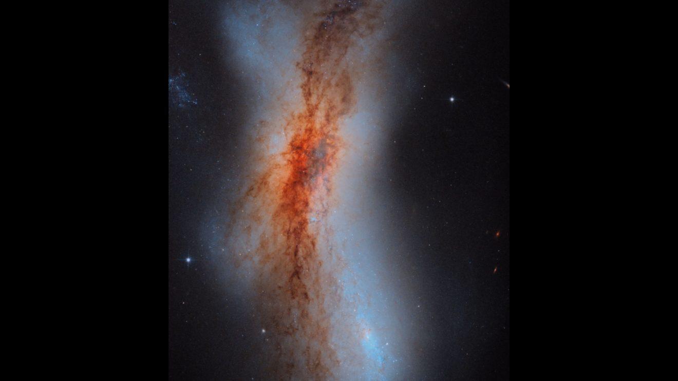 """NGC 520: Сблъскващи се галактики, заснети от """"Хъбъл"""" (Астрономическа снимка на деня – APOD)"""
