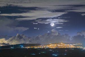 Пепелна светлина над Сицилия (Астрономическа снимка на деня – APOD)