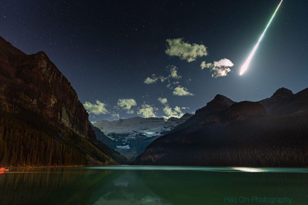 Болид над езерото Луис (Астрономическа снимка на деня – APOD)
